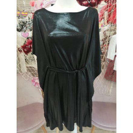 Denevérujjas csillogós fekete ruha