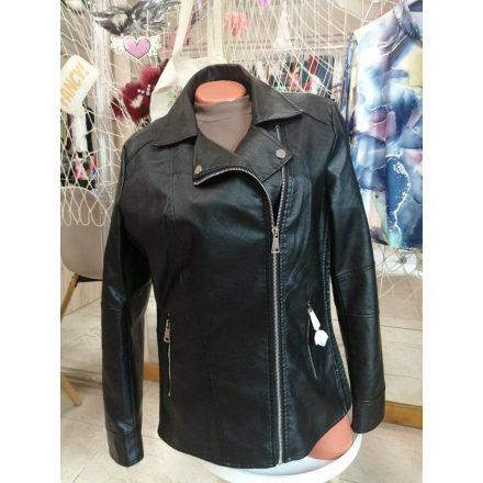 Elegáns bundás kabát brossal fekete